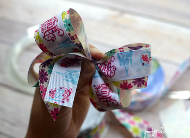 Step by Step No Sew Boutique Hair Bow Tutorial - lots of pictures and diagrams to help show you how. www.poofycheeks.com