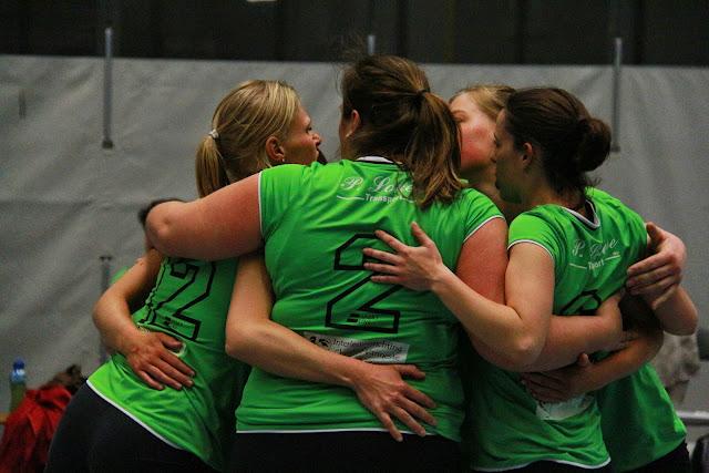 team-hug
