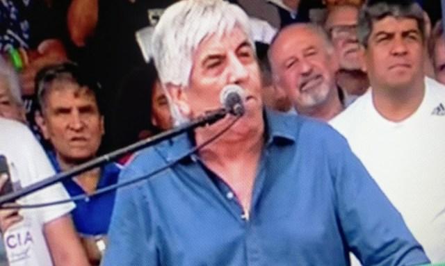"""""""No sigan aplicando políticas que hambrean a la gente"""", dijo Hugo Moyano en un multitudinario acto"""