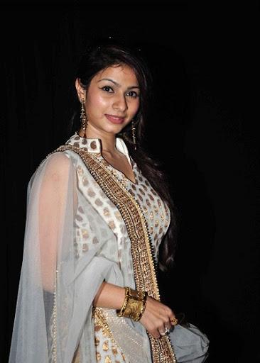 Tanisha Mukherji Body Size