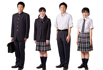 鹿児島実業高等学校の女子の制服1