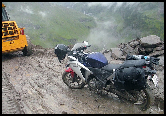 CBR 250 on Rohtang la