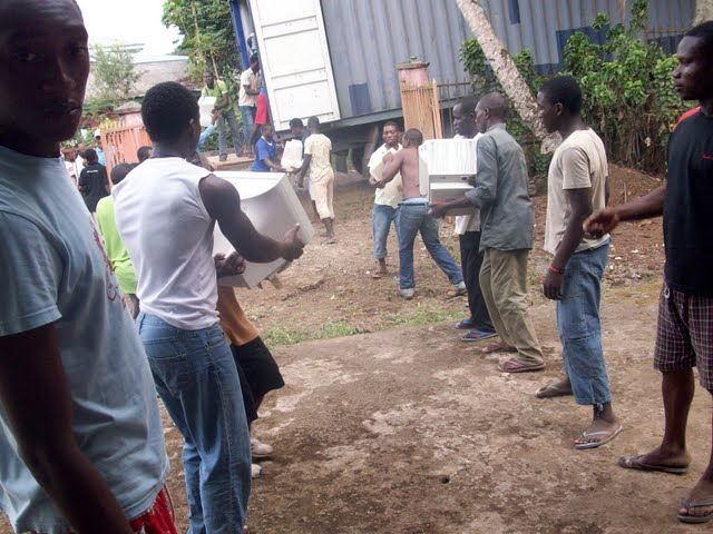 Container Arrival & Offloading in Buea - 100_9075.JPG