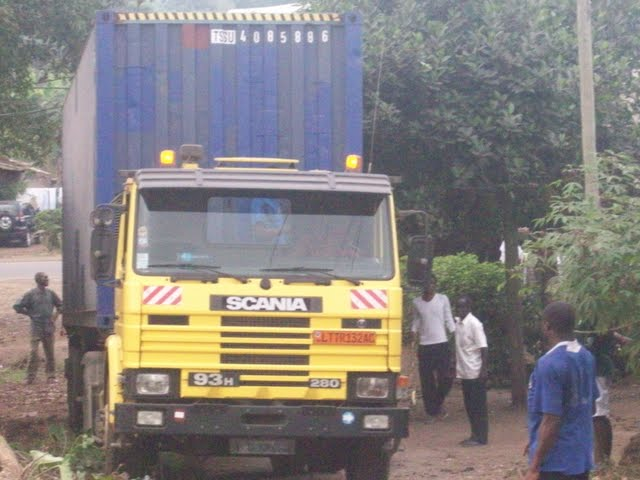 Container Arrival & Offloading in Buea - 100_9048.JPG