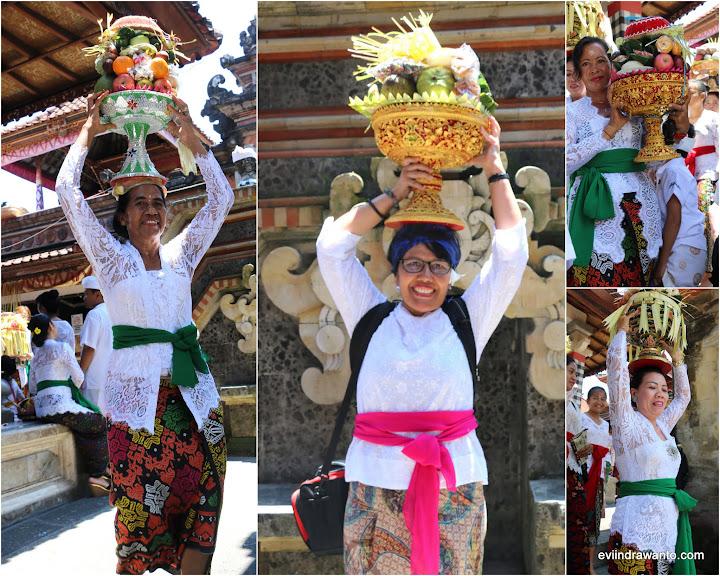 Menjunjung Banten Prani untuk dibawa pulang