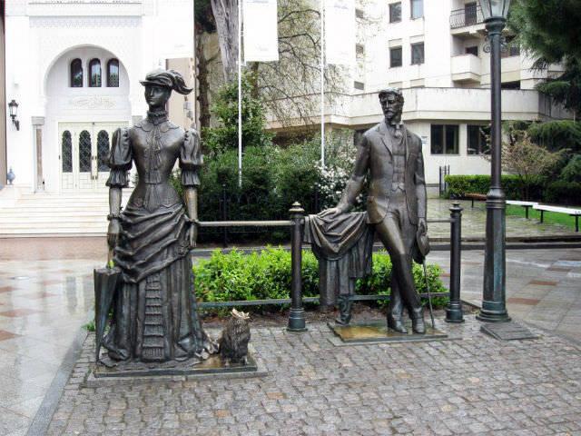 Памятник Дама с собачкой