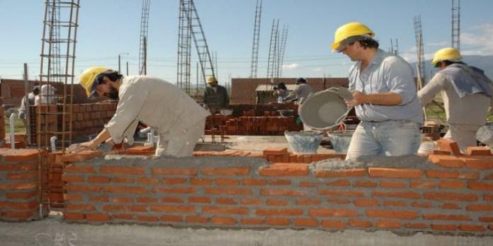 La mayor parte de obreros peruanos trabaja en la informalidad, sin derechos laborales