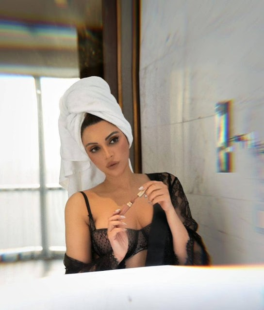 shama sikander shares bathroom selfie in bra