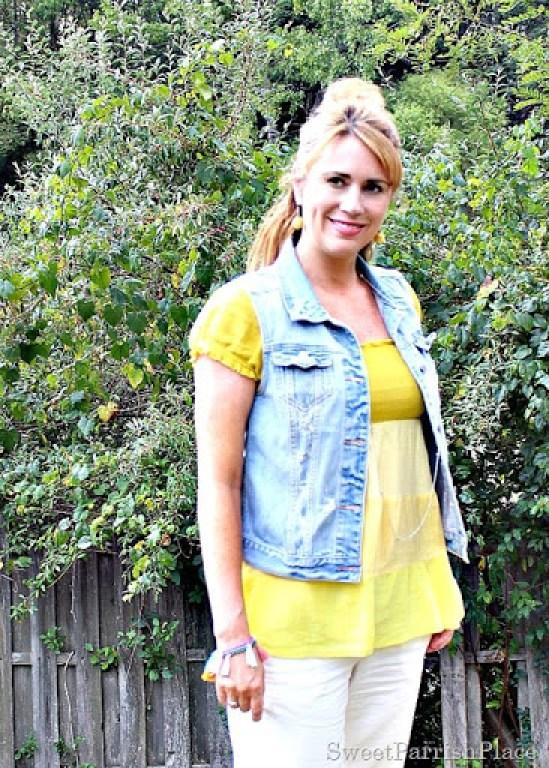 khaki-pants-yellow-top-denim-vest3