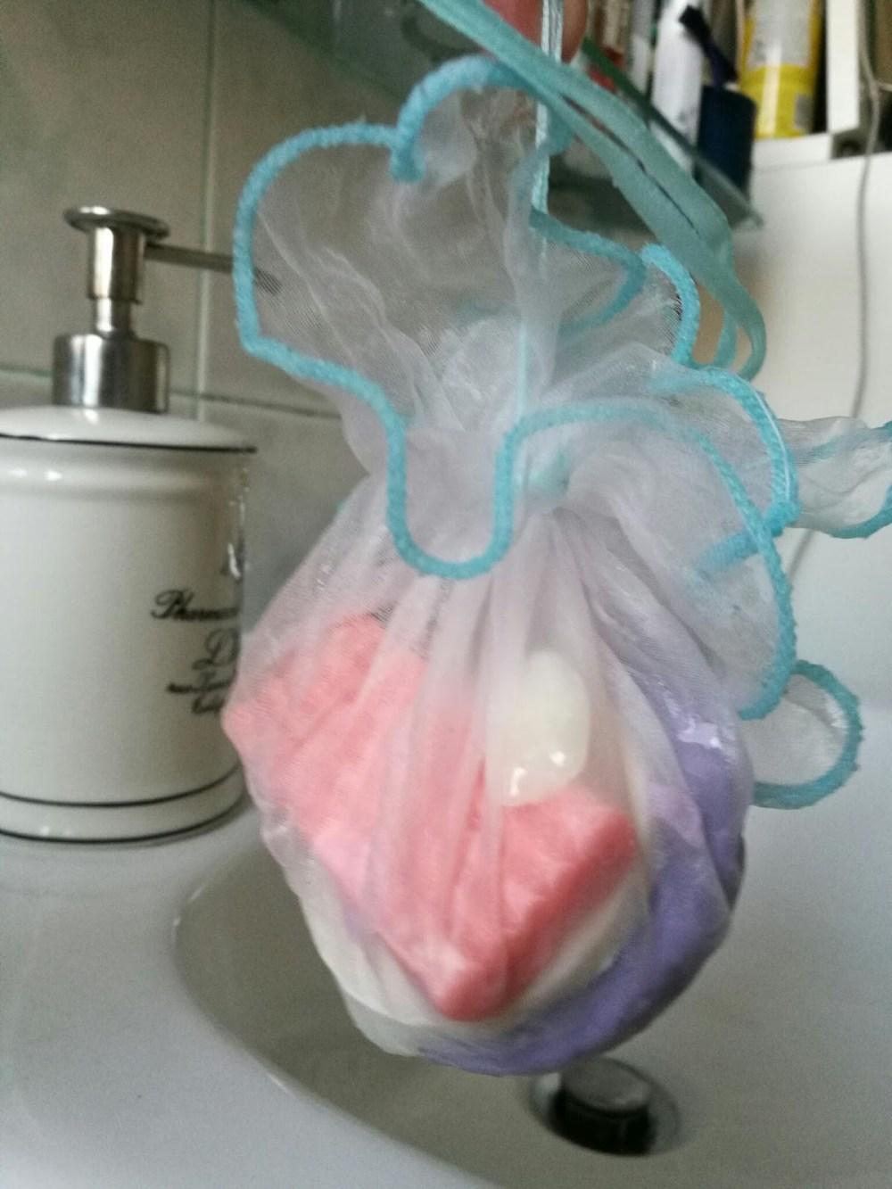sacchettino esfoliante di scarti di sapone