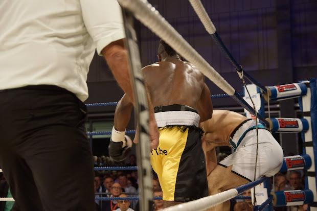 Yves Ngabu slaat Karakaplan uit de ring