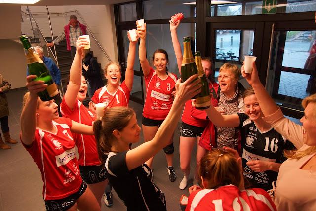 champagne drinken na kampioen spelen