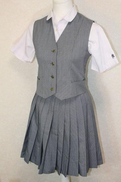 興南高等学校の女子の制服1
