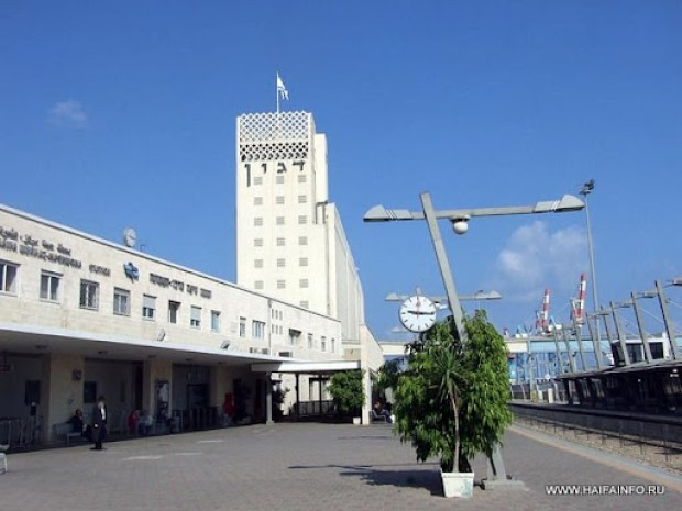 ADSCF4502 Haifa Merkaz Railway Station.jpg