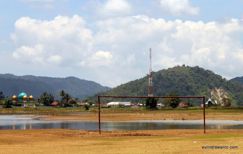 lapangan bola danau tarusan kamang