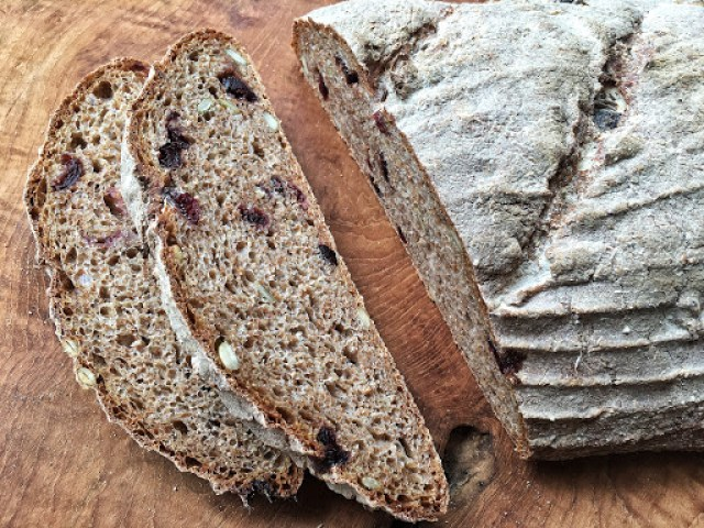 cranberry and pumpkin seed wholemeal bread