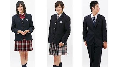 創成館高等学校の女子の制服2