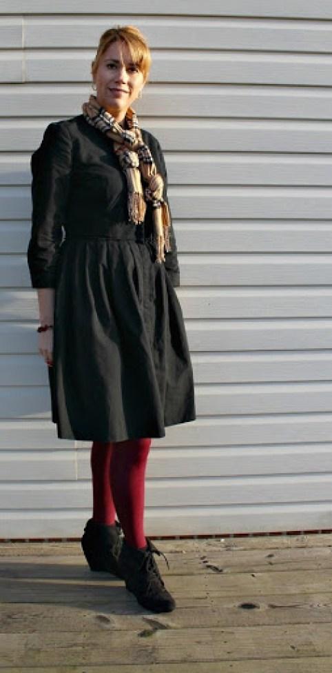 Black-dress-magenta-tights-4