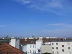 Das aktuelle Wetter in Wien-Favoriten am 29.05.2015  Der Freitag wird ein schöner Frühsommertag mit Nachmittagswerten um die 25 Grad! Somit wird es noch wärmer als am gestrigen Donnerstag (21,1°C). Der Tag begann jedoch äußerst frisch mit nur 9,6°C, doch mit der Sonne hat es bereits um 8:30 Uhr aktuelle 14,3°C. Die Sonne scheint heute von früh bis spät, maximal ein paar hohe Wolkenfelder ziehen durch.  Weitere Informationen zum Tag und Wettertrend: http://weatherman68.info/2015/05/29/das-aktuelle-wetter-in-wien-favoriten-am-29-05-201/  #wetter #wien #favoriten  #wetterwerte