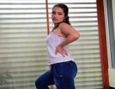 Porndoe - Un vídeo porno en el baño con la caliente culona latina Juliana Ochoa