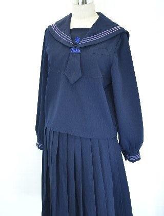 明徳義塾高等学校の女子の制服2