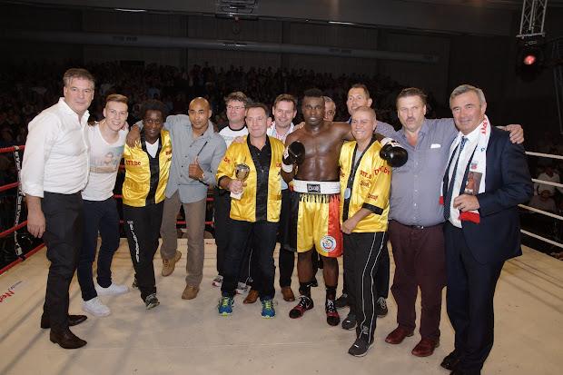 overwinningsfoto kamp Yves Ngabu WBC Francophone titel