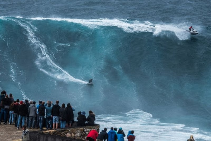 nazare-big-waves-10