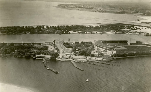 photo-toronto-island-hanlans-point-view-looking-west-over-stadium-designed-by-C.F.-wagner-tpl-r-3418-c1919