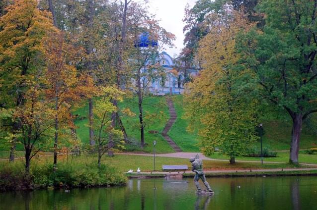 Parque del castillo en Cesis