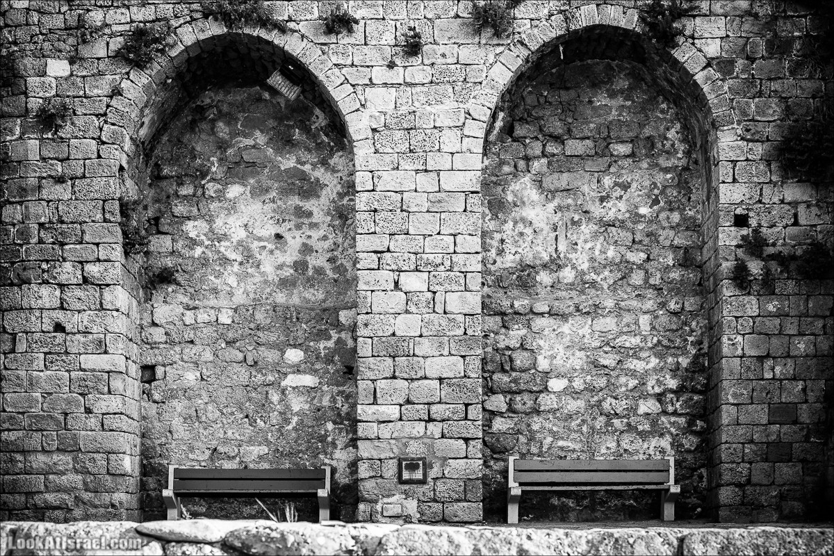 Белый город черным цветом | White city in black | LookAtIsrael.com - Фото путешествия по Израилю