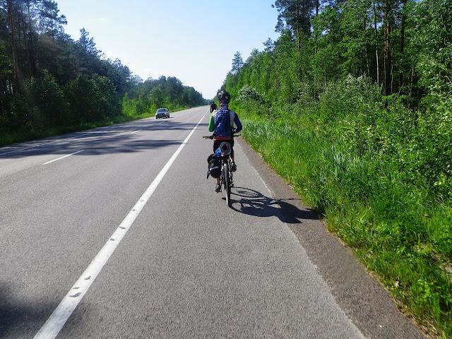 на велосипеді без рук