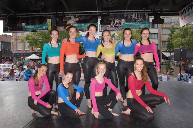 Hypnosis Dance Academy groepsfoto tijdens Roeselare Danst