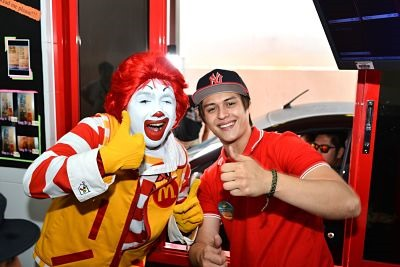 Enrique Gil & National Breakfast Day