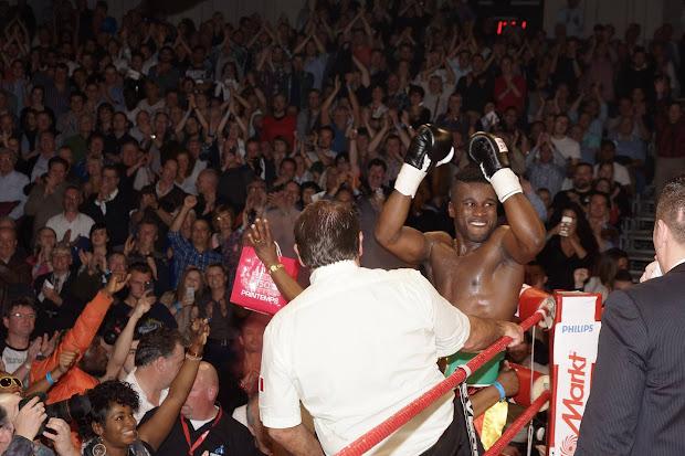 Yves Ngabu na winst om de WBC Francophone titel