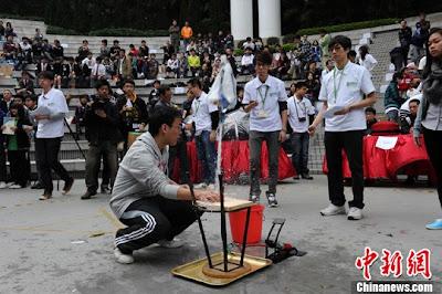 """3月5日,香港首屆融工程發明與社會活動於一體的""""2011香港工程周""""在香港公園揭幕。"""