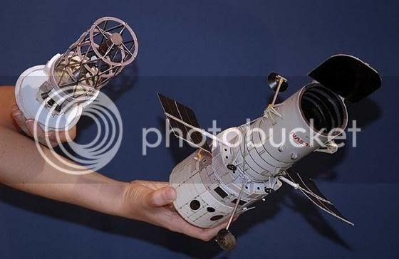 PAPERMAU HandHeld Hubble Telescope Paper Model by