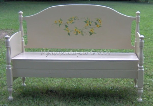 headboard bench with tatuoage