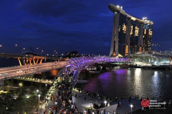Double_Helix_Bridge,_Singapore_(night)