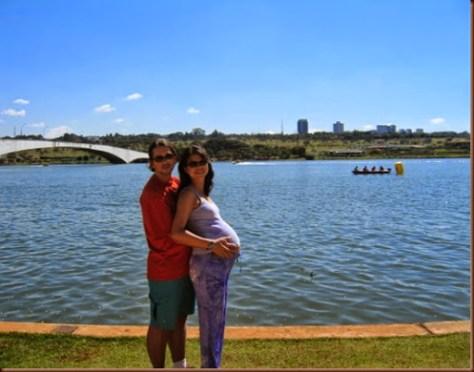 Casal no Pontão de Brasília, Ponte Honestino Guimarães ao fundo