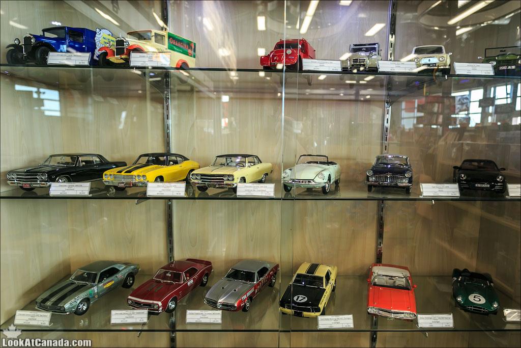 LookAtIsrael.com: Фото-блог о путешествиях по Израилю. Тель Авив, Иерусалим, Хайфа Купи авто! Коллекционные машинки продаются в магазине на заправочной станции