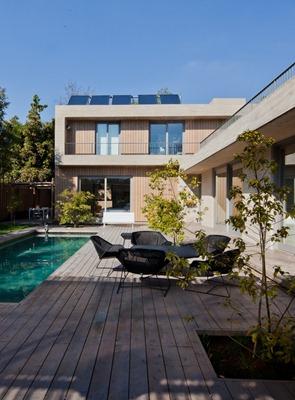 Casa-con-fachada-de-madera
