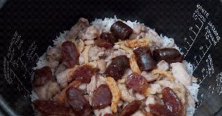 美好媽媽: 臘腸蒸雞飯(電飯煲版)