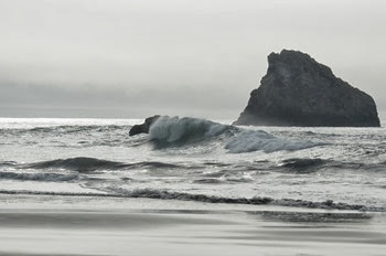 surf at Harris Beach on a cloudy grayish day