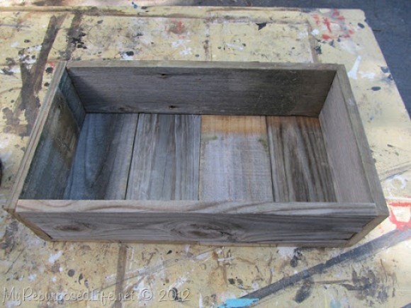 how to-easy planter from reclaimed fence