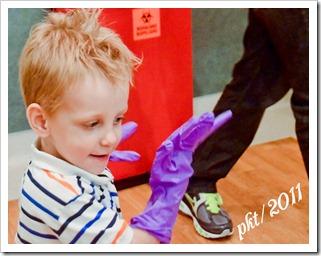DSC_7936Alec-purple-gloves