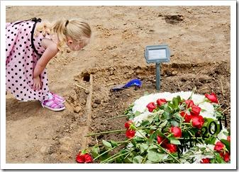DSC_1099Kaylin-looking-grandpa's-grave