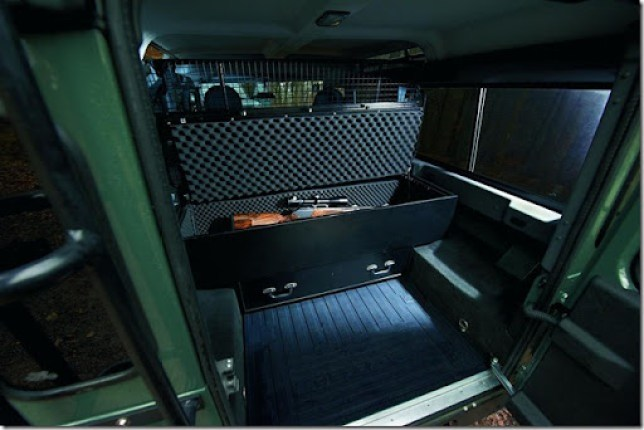 Land-Rover-Defender-Blaser-Edition-4