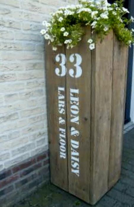 als-er-wat-hout-over-is-leuke-bloembak-met-huisnummer-en-namen-er-op.1381489758-van-Erna64.jpg