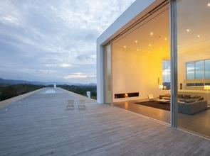 Suelo entablonado de madera en terraza