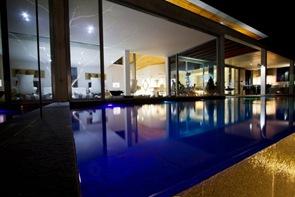 Diseño de piscina moderna